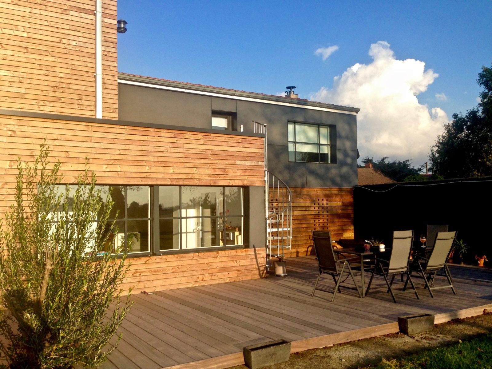 extension contemporaine en bois et Trespa 2