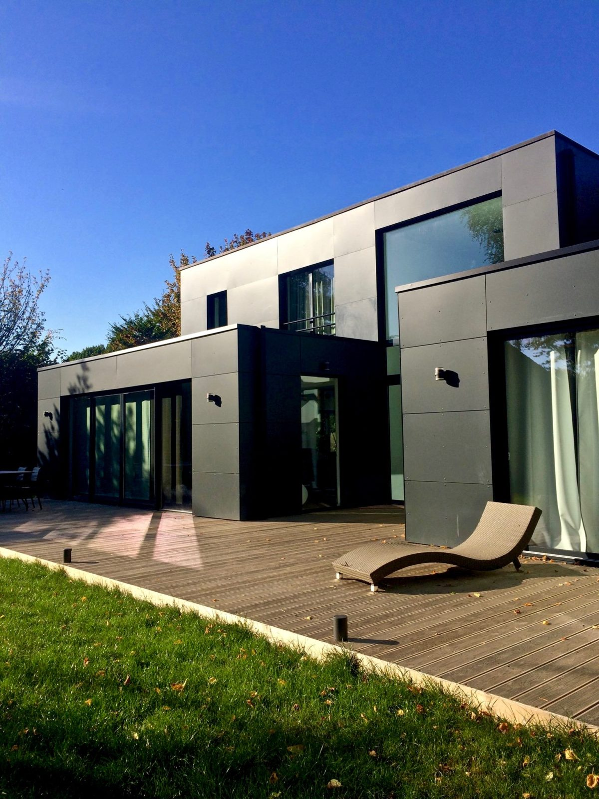 extension contemporaine et lumineuse en Trespa