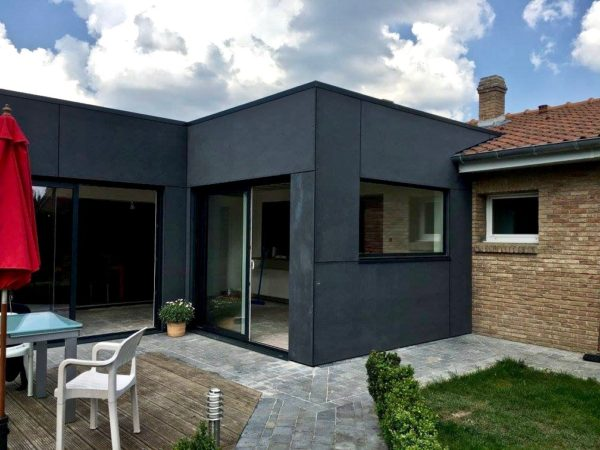 extension contemporaine plein pied en Trespa