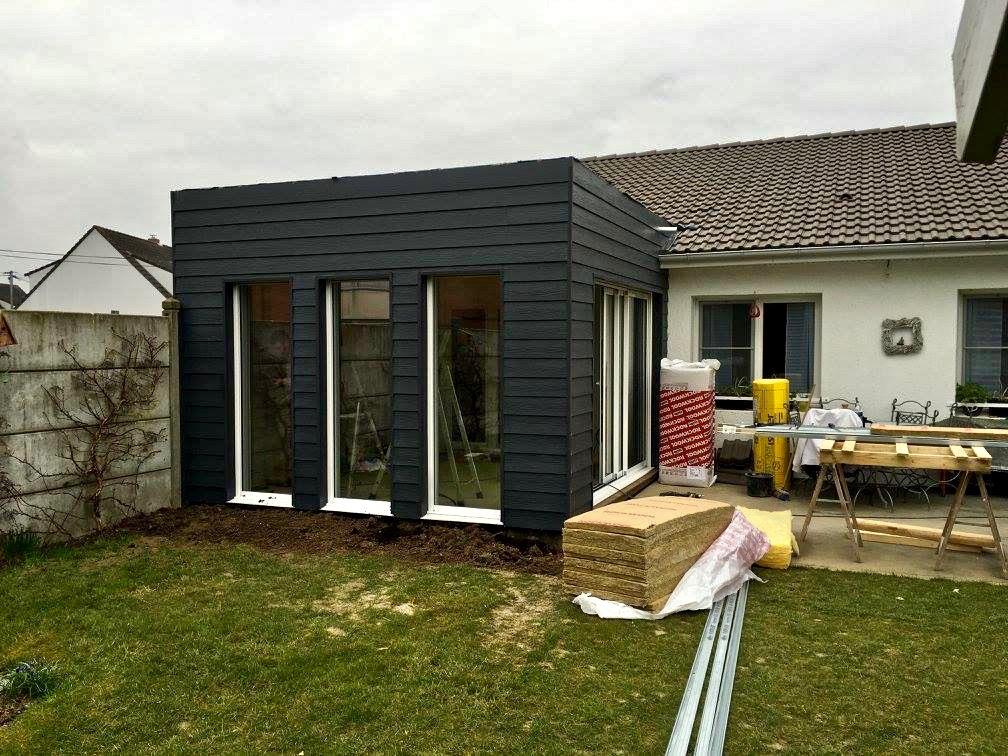 extension moderne en bois peint