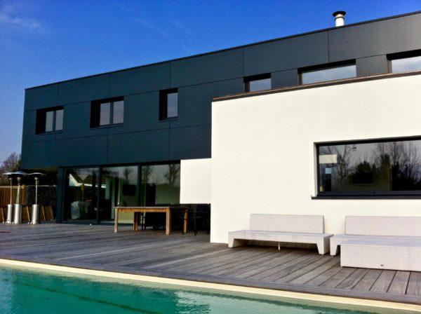 maison contemporaine en enduit et Trespa
