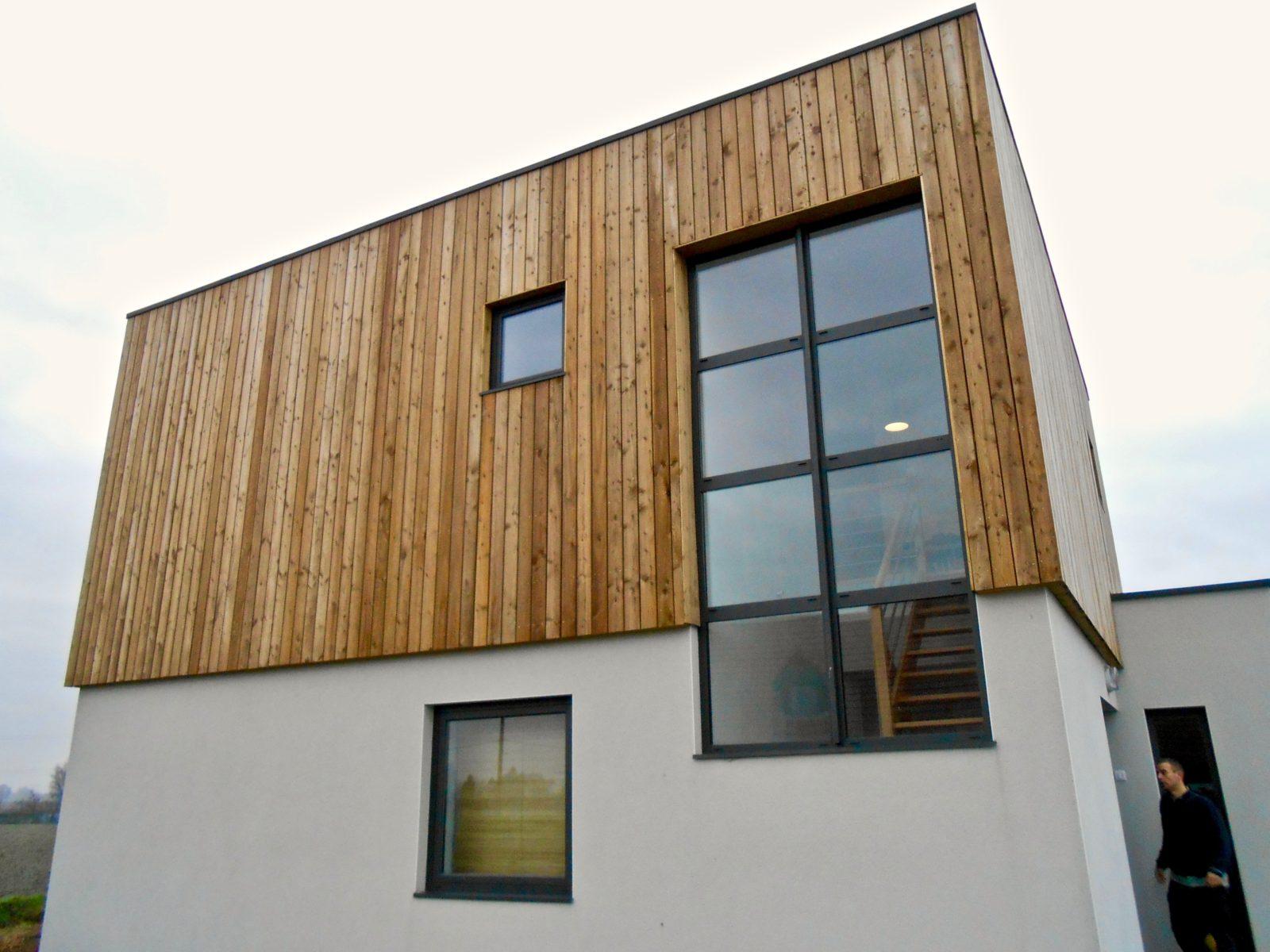 maison contemporaine en enduit et bardage bois 4