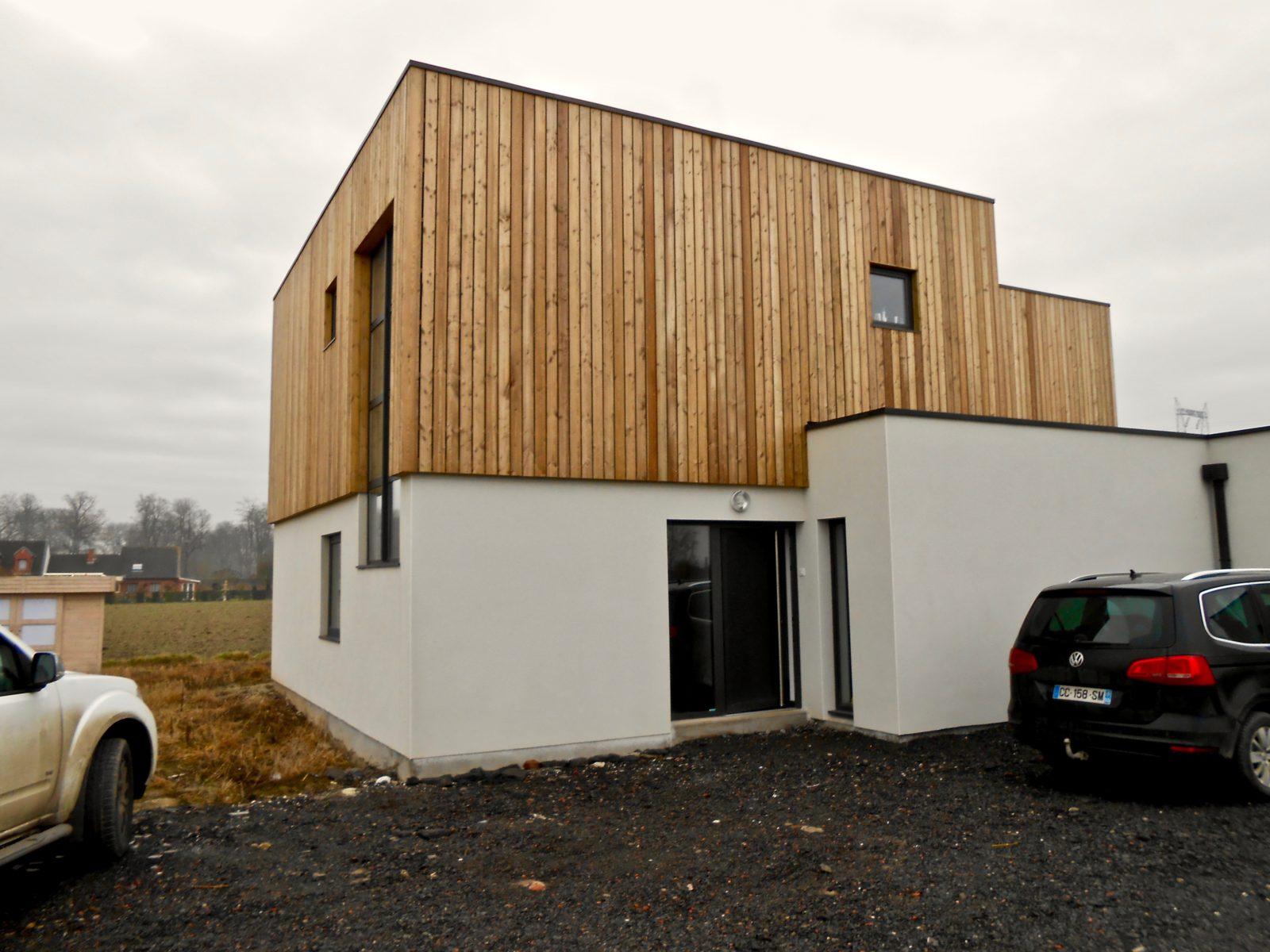 maison contemporaine en enduit et bardage bois 5