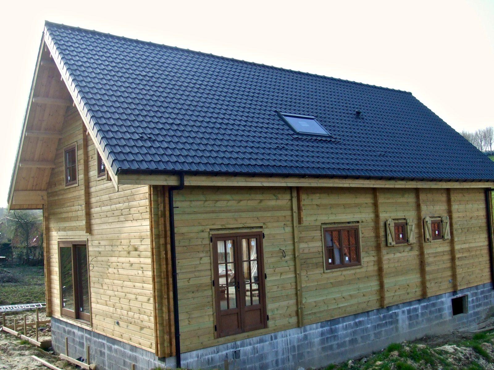 maison en madrier lumineuse avec poutres apparentes 5