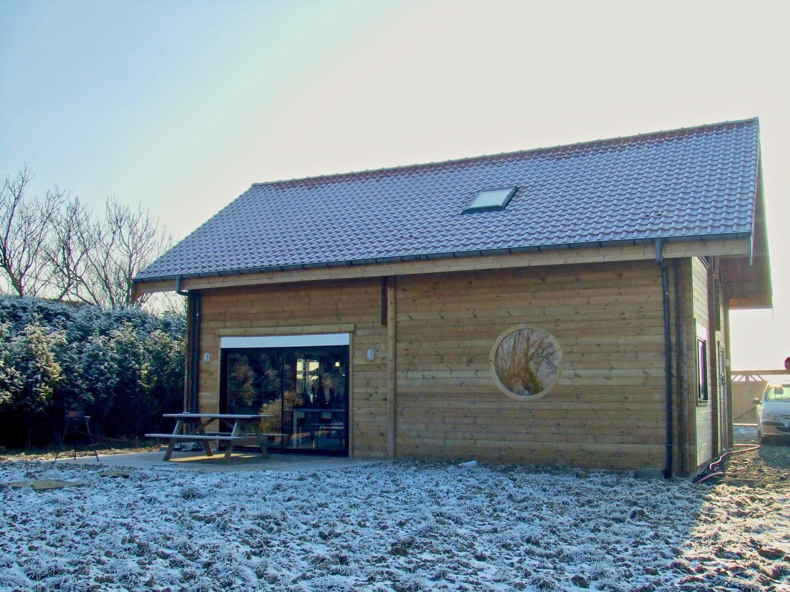 maison en madrier moderne et chaleureuse 2