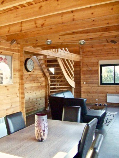 maison en madrier moderne et chaleureuse