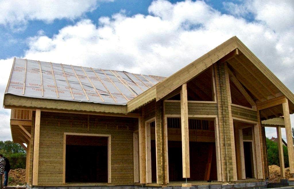 maison en madrier traditionnelle avec porche 2
