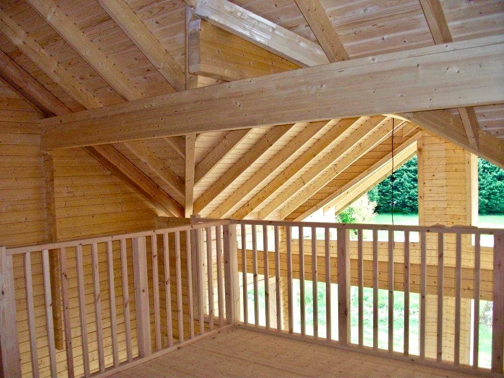 maison en madrier traditionnelle avec porche 4