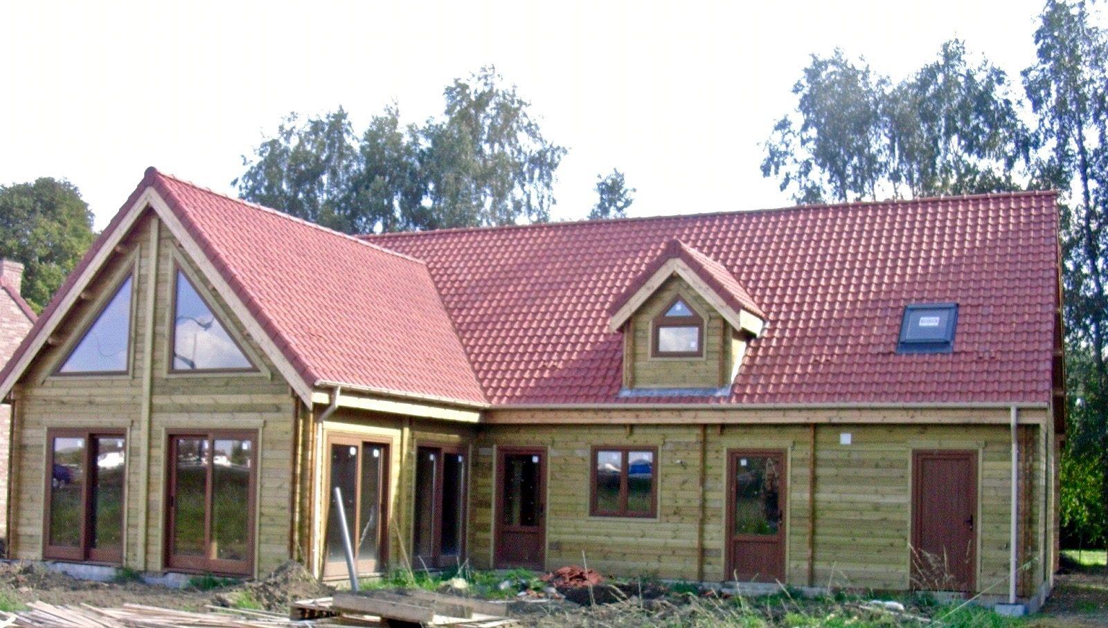 Maison en madrier traditionnelle avec poutres apparentes