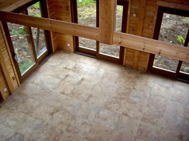 maison en madrier traditionnelle avec poutres apparentes 3