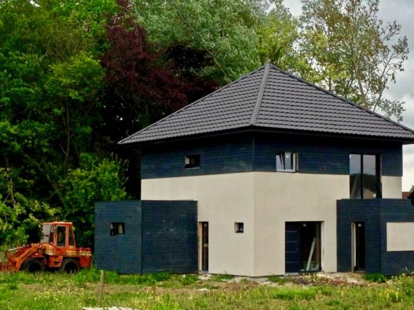 maison moderne en enduit et composite