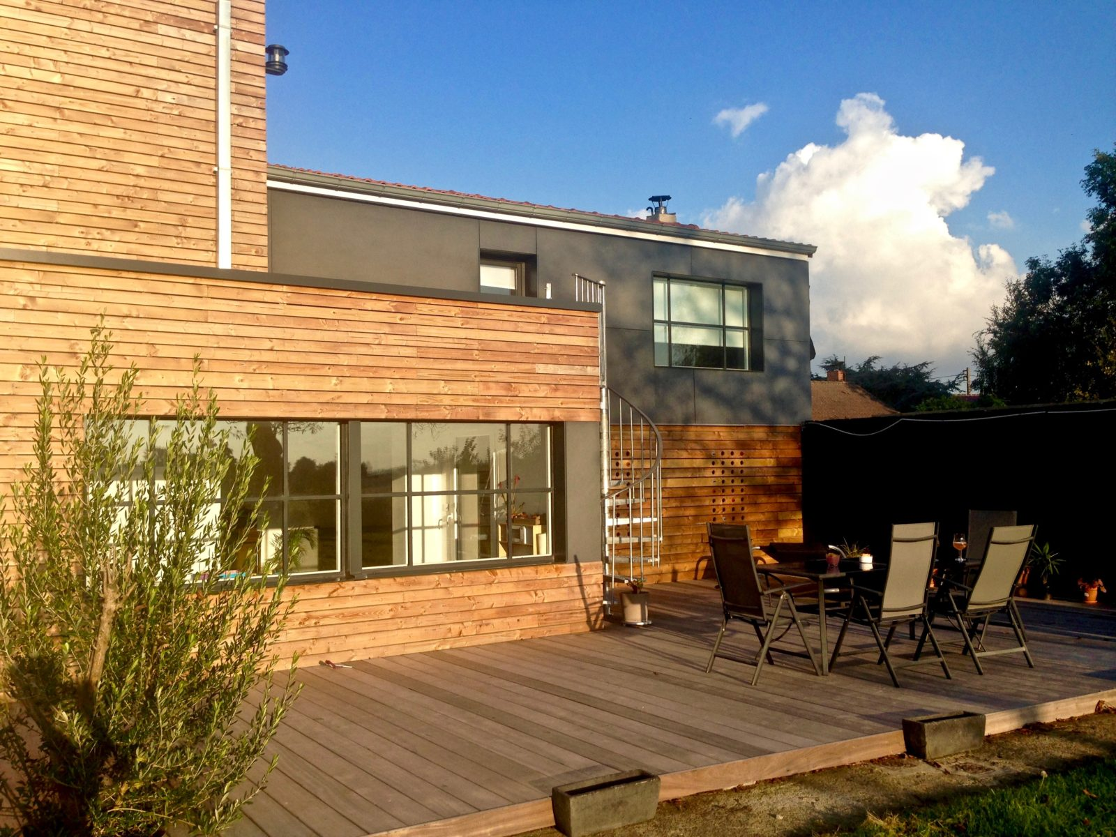 extension contemporaine en bois et Trespa 2