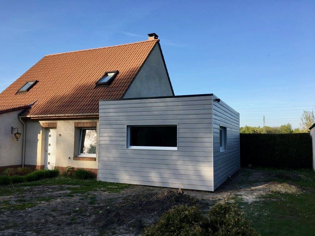 Extension moderne en composite sur maison traditionnelle