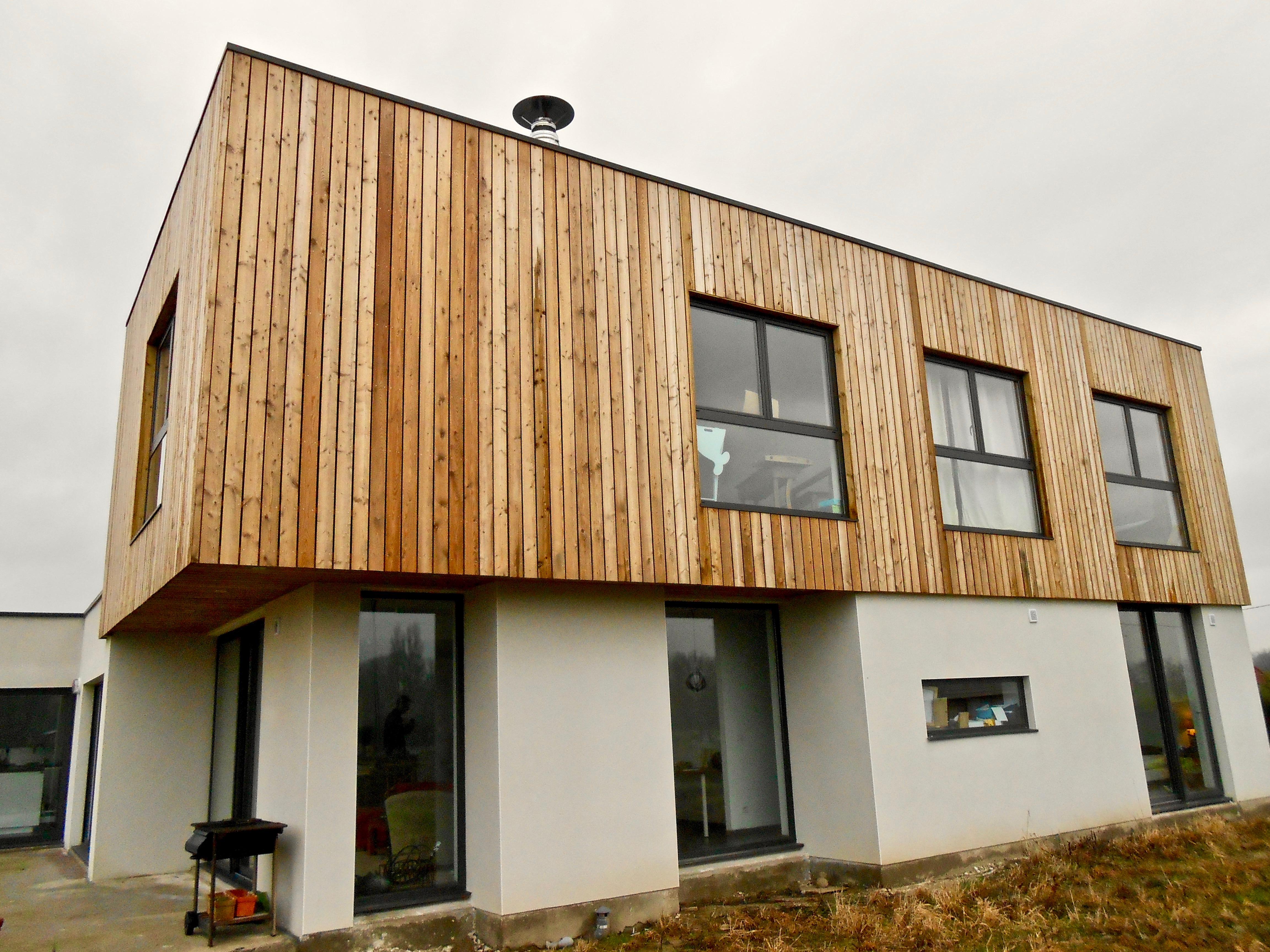 maison contemporaine en enduit et bardage bois