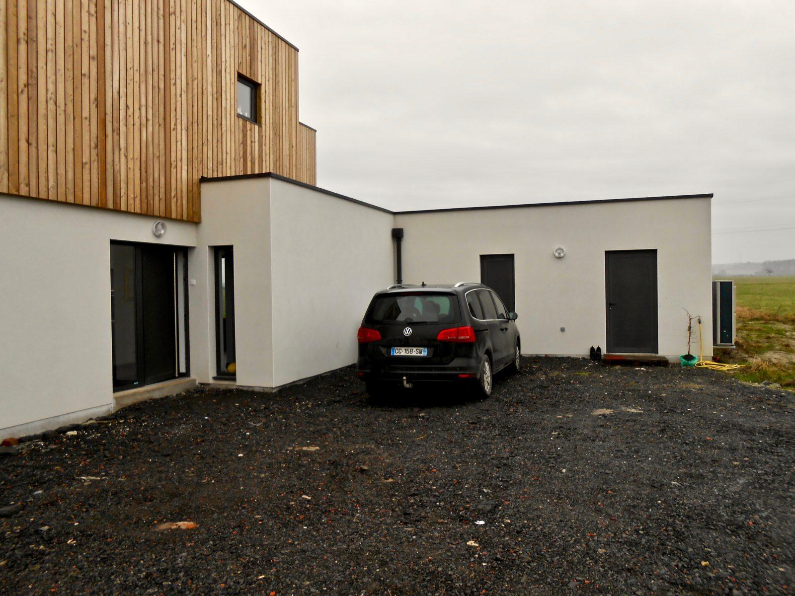 maison contemporaine en enduit et bardage bois 6