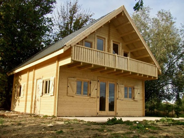 maison en madrier à structure symetrique