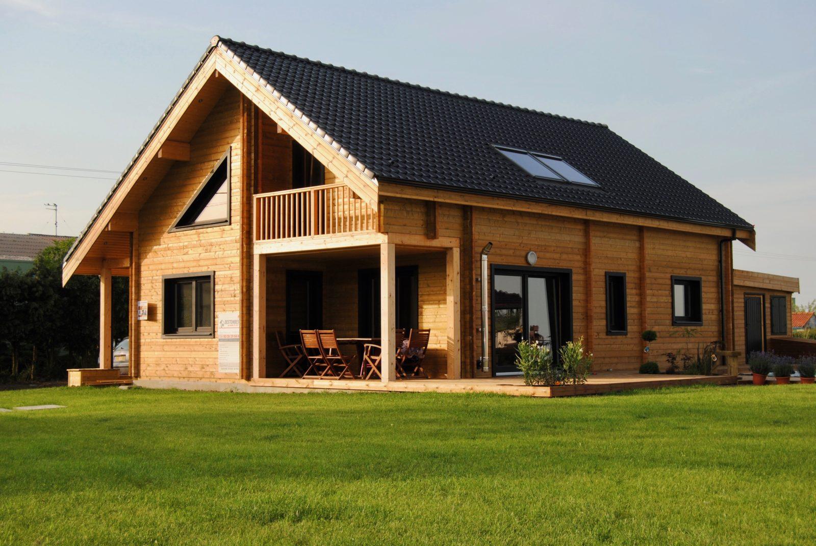 Maison en madrier contemporaine et lumineuse