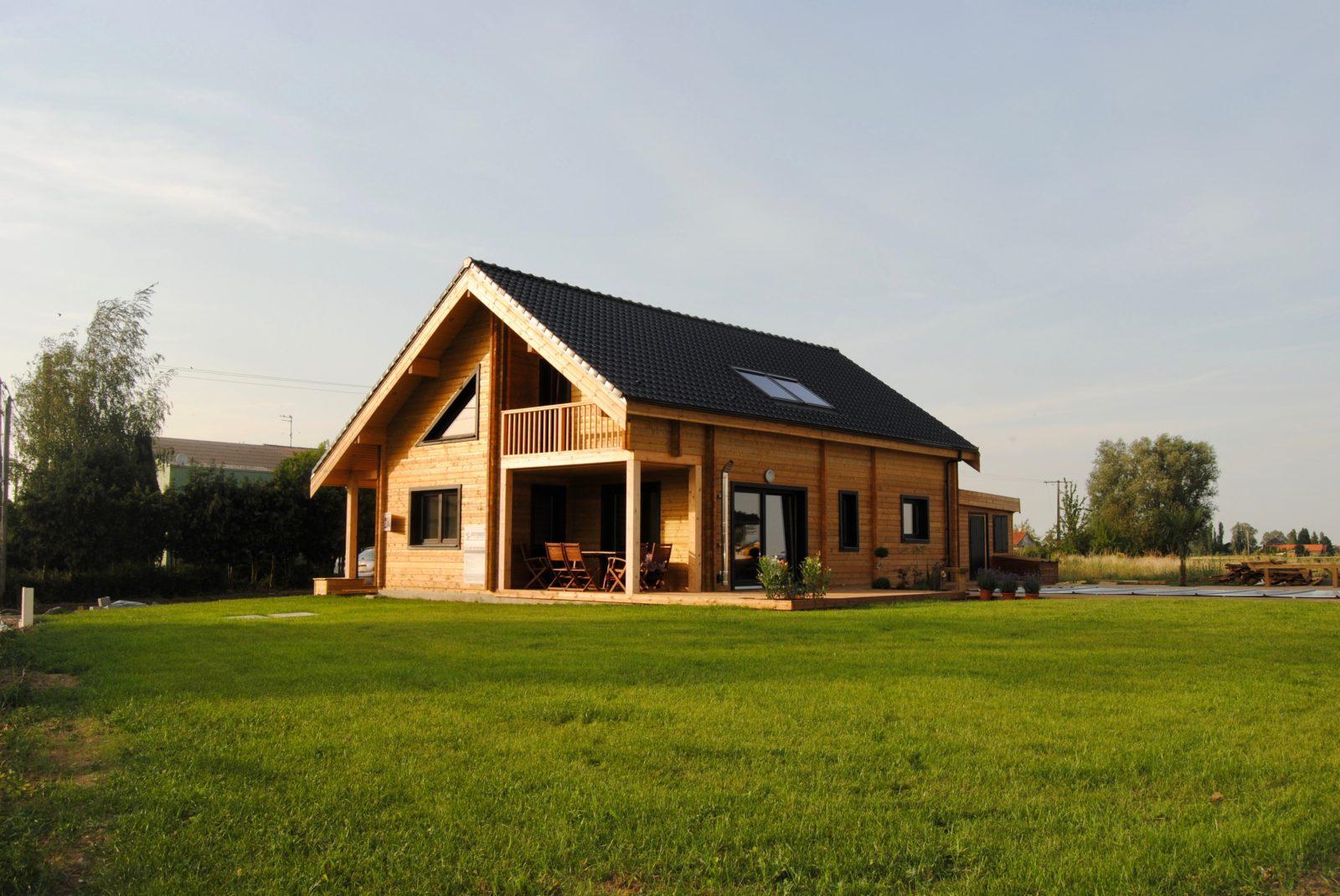 maison en madrier contemporaine et lumineuse 2
