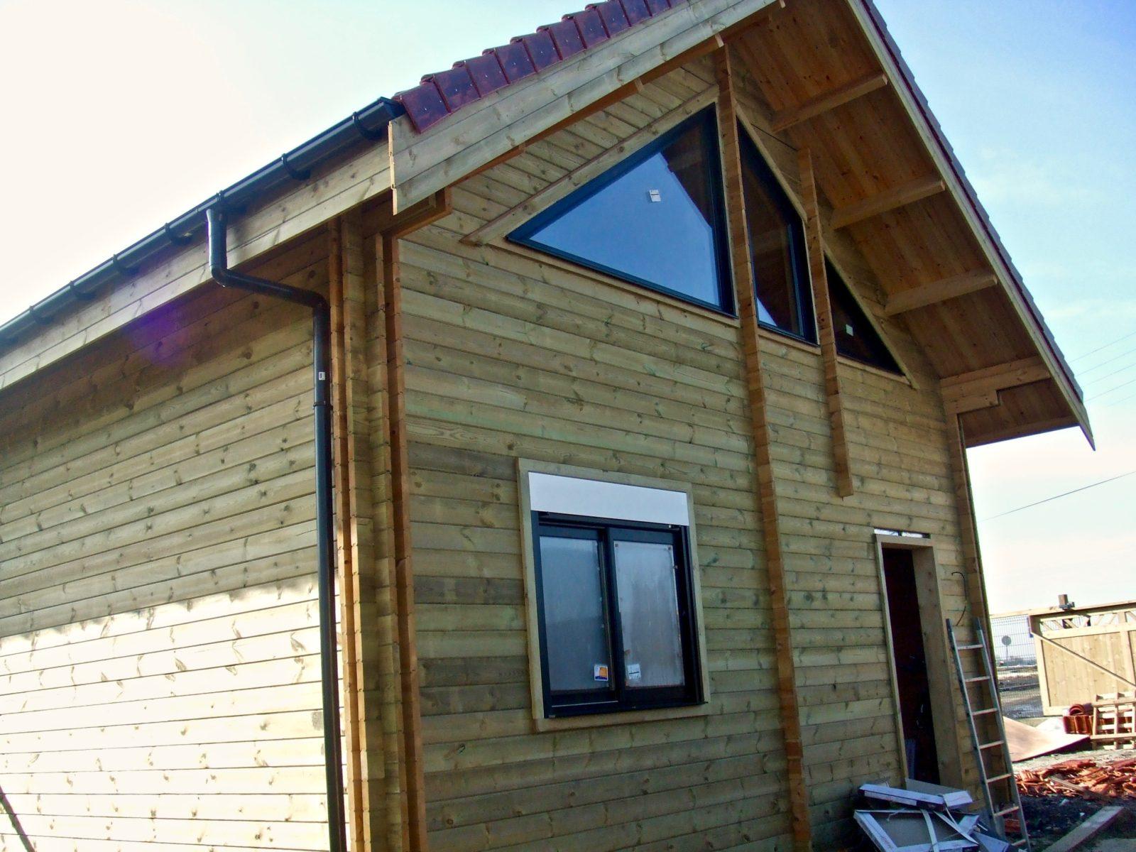 maison en madrier lumineuse avec poutres apparentes 6