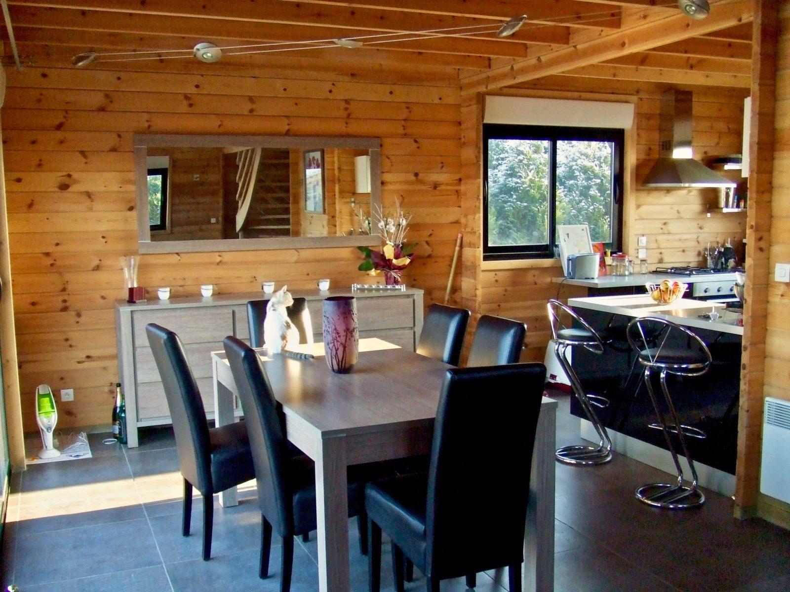 maison en madrier moderne et chaleureuse 4