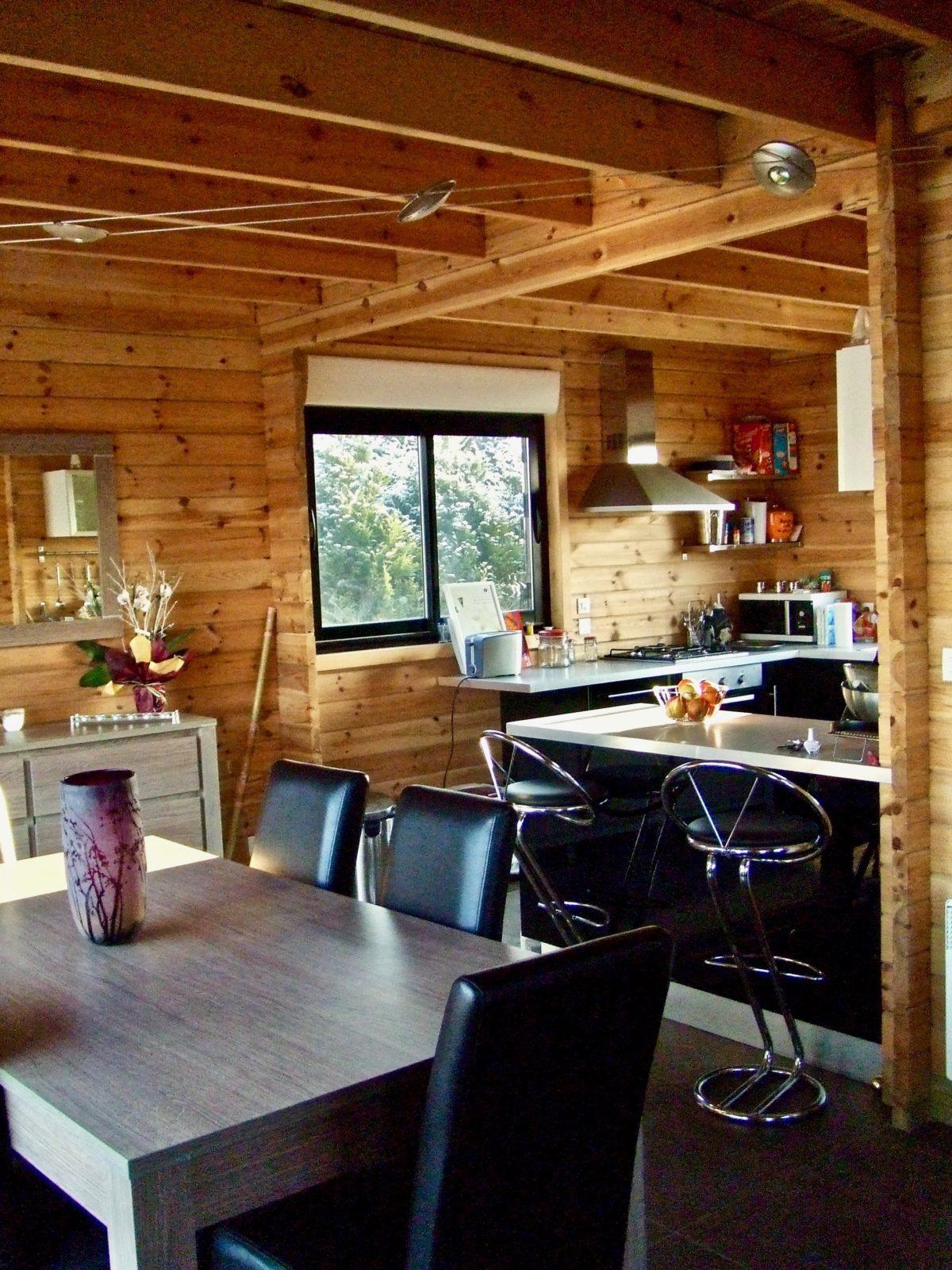 maison en madrier moderne et chaleureuse 5