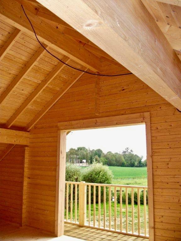maison en madrier traditionnelle avec porche 6