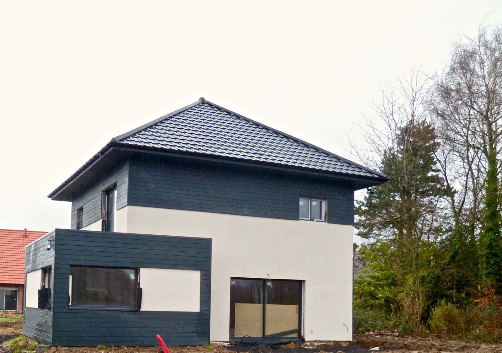 maison moderne en enduit et composite 1