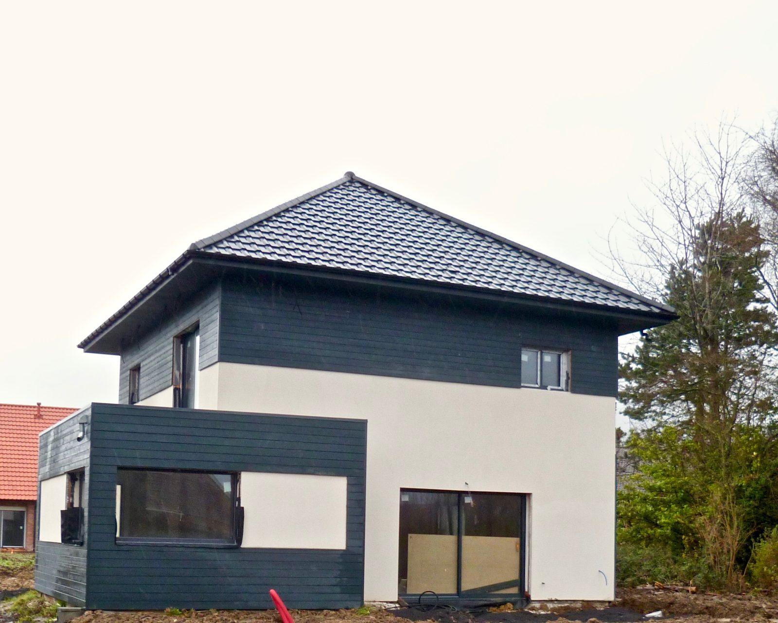 maison moderne en enduit et composite 2