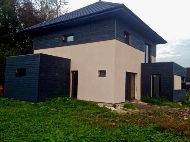 maison moderne en enduit et composite 3