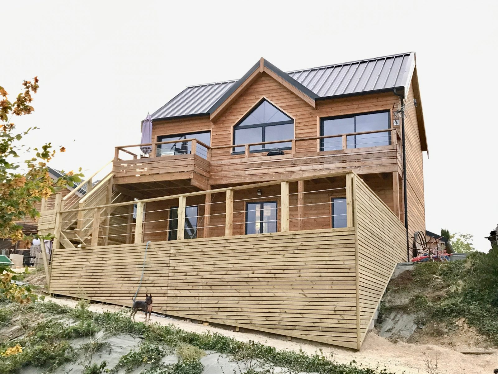 Maison type ranch avec terrasse